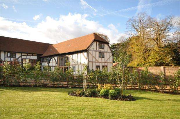 4 Bedrooms Barn Conversion Character Property for sale in Great Tangley Manor Barns, Great Tangley, Wonersh Common