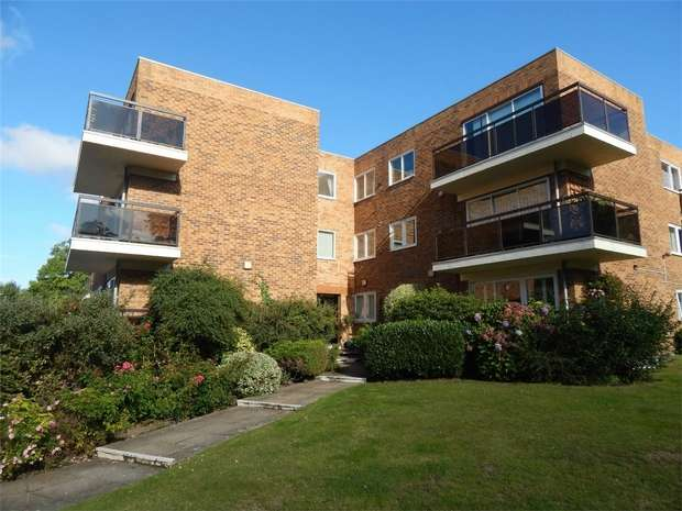2 Bedrooms Flat for sale in Shannon Way, Beckenham, Kent