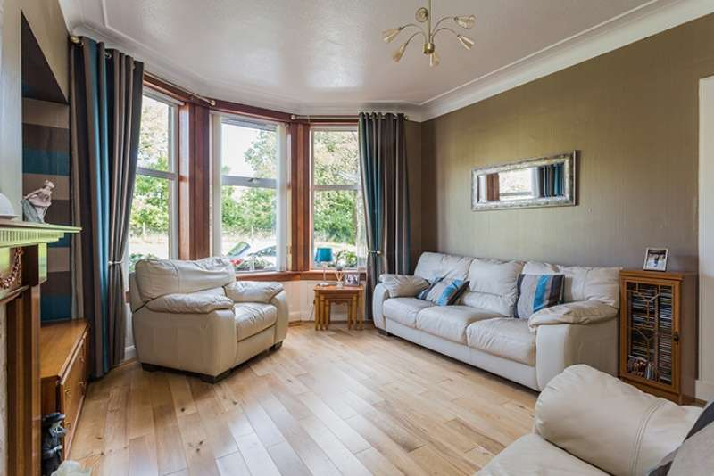 3 Bedrooms Villa House for sale in Grahamston Avenue, Glengarnock, North Ayrshire, KA14 3AF