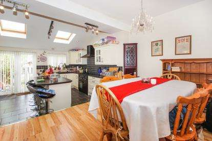 3 Bedrooms Terraced House for sale in Lawrence Grove, Dursley, Gloucestershire
