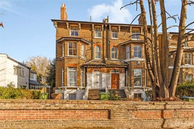 4 Bedrooms Maisonette Flat for sale in Hervey Road, London