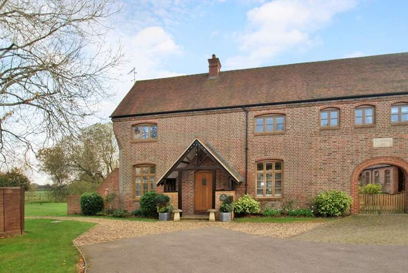 3 Bedrooms Semi Detached House for sale in Henry Mash Court, Lycrome Road, Chesham, HP5