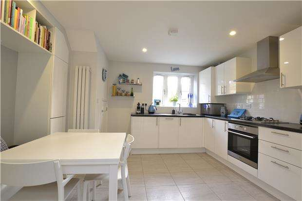 2 Bedrooms End Of Terrace House for sale in Willowbank, OX28 4DQ