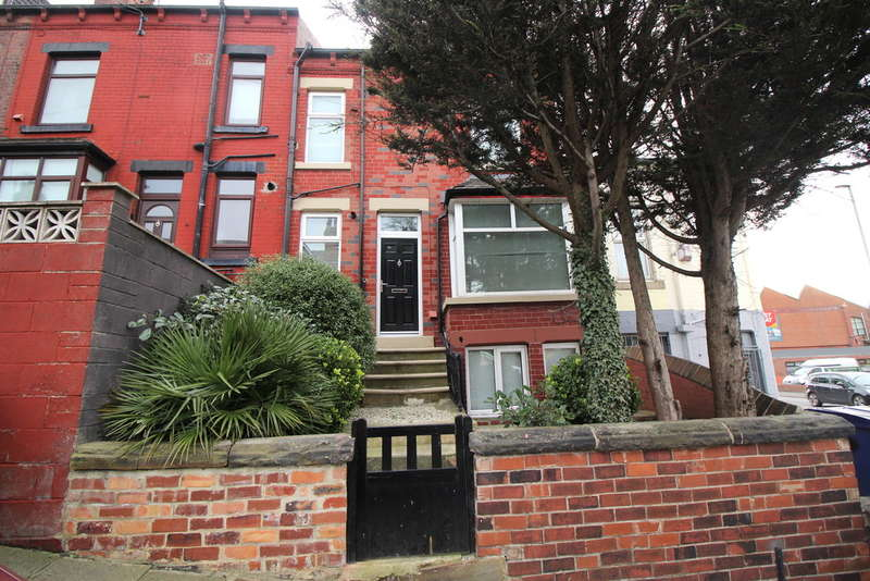 3 Bedrooms Terraced House for sale in Woodside Place, Burley, Leeds