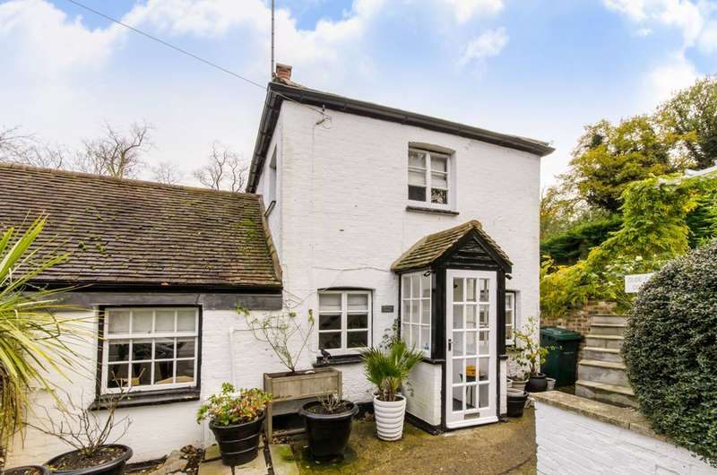 2 Bedrooms Cottage House for sale in Holcombe Hill, Mill Hill, NW7