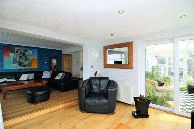 3 Bedrooms Semi Detached House for sale in South Avenue, Thornton-Cleveleys, FY5