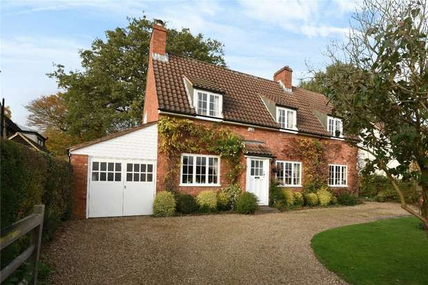 5 Bedrooms Cottage House for sale in Village Road, Bromham, Bedford