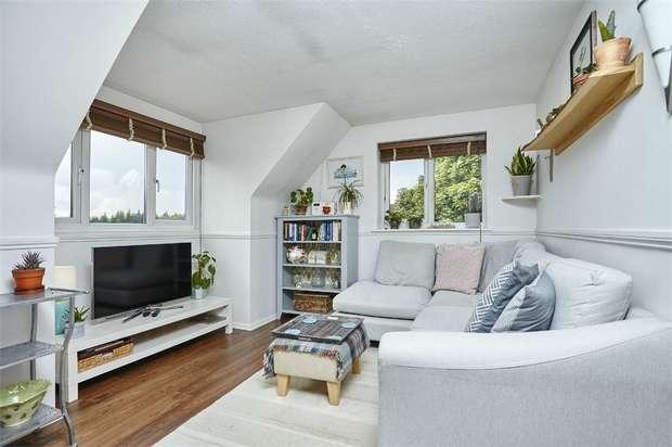 1 Bedroom Flat for sale in Deane Avenue, RUISLIP, Middlesex