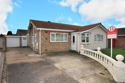 2 Bedrooms Bungalow for sale in Temple Crescent, Bramley, Rotherham, South Yorkshire
