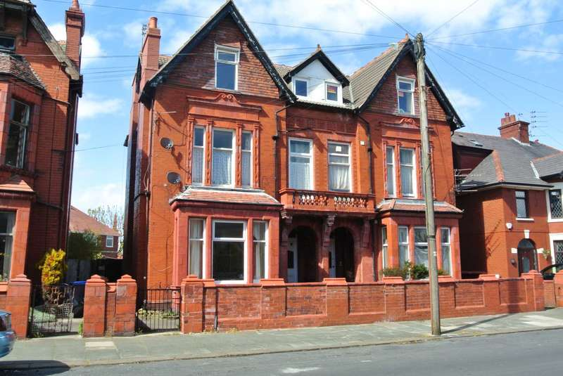 6 Bedrooms Block Of Apartments Flat for sale in Broadway, Blackpool, FY4 2HE
