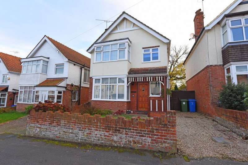 3 Bedrooms Detached House for sale in Fellows Road, Farnborough, GU14