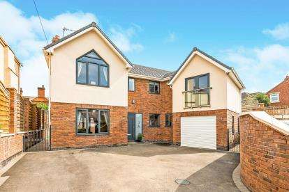 4 Bedrooms Detached House for sale in Hatherton Road, Cannock, Staffordshire