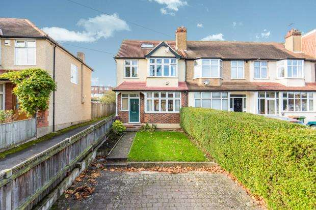 5 Bedrooms End Of Terrace House for sale in Worcester Park, Surrey, .