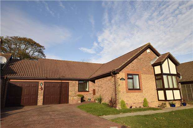 3 Bedrooms Detached Bungalow for sale in Fairfield Chase, BEXHILL, East Sussex, TN39 3YD
