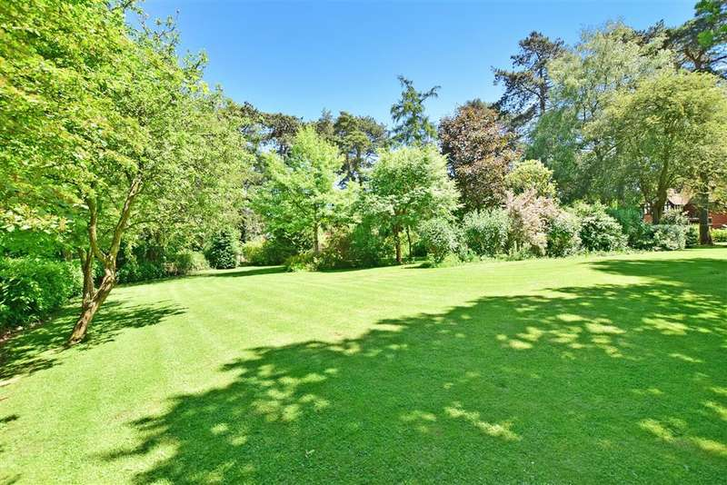 5 Bedrooms Detached House for sale in New Road, Langley, Maidstone, Kent