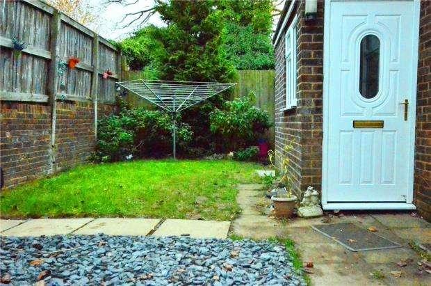 2 Bedrooms Maisonette Flat for sale in Quilter Road, Basingstoke, Hampshire