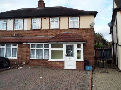 3 Bedrooms Semi Detached House for sale in Clayhall, Ilford, Essex