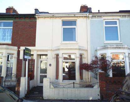 3 Bedrooms Terraced House for sale in Milton, Hampshire, United Kingdom