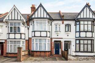 4 Bedrooms Terraced House for sale in Chisholm Road, Croydon