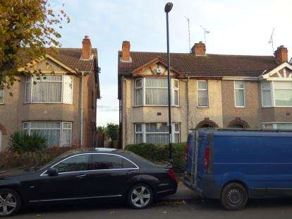 3 Bedrooms Semi Detached House for sale in Siddeley Ave, Stoke Green, Coventry, West Midlands