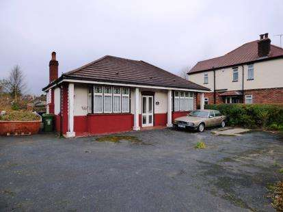 2 Bedrooms Bungalow for sale in Chelford Road, Macclesfield, Cheshire