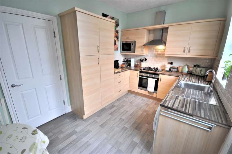 2 Bedrooms Terraced House for sale in Adelaide Street, Fleetwood, Lancashire, FY7 6EE