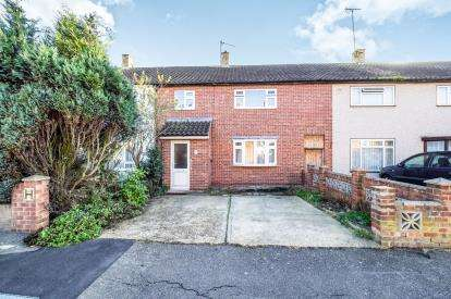 4 Bedrooms Terraced House for sale in Harold Hill, Romford, Havering