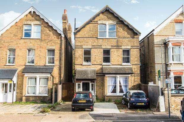 1 Bedroom Flat for sale in Kingston Upon Thames, Surrey, England