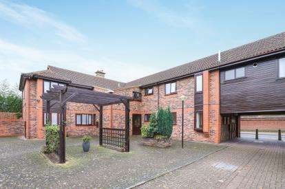 1 Bedroom Flat for sale in Rectory Court, High Street, Sandy, Bedfordshire