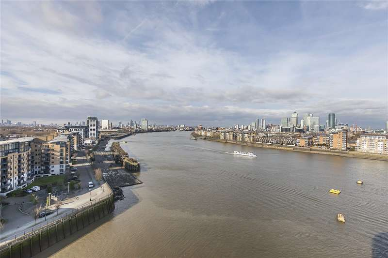 2 Bedrooms Flat for sale in Admirals Tower, 8 Dowells Street, London, SE10