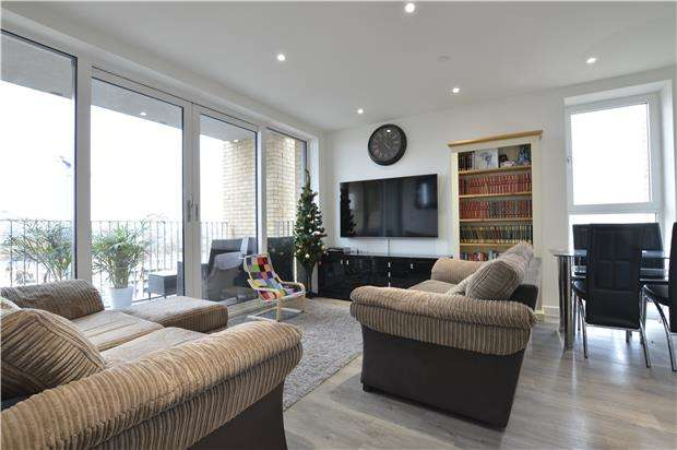 2 Bedrooms Flat for sale in Hawfinch House, Moorhen Drive, London, NW9 7BF