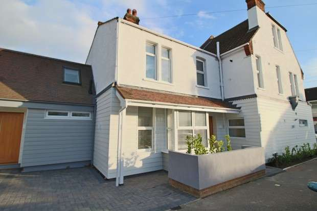 1 Bedroom Apartment Flat for sale in Southsea Avenue, Leigh-on-Sea, SS9