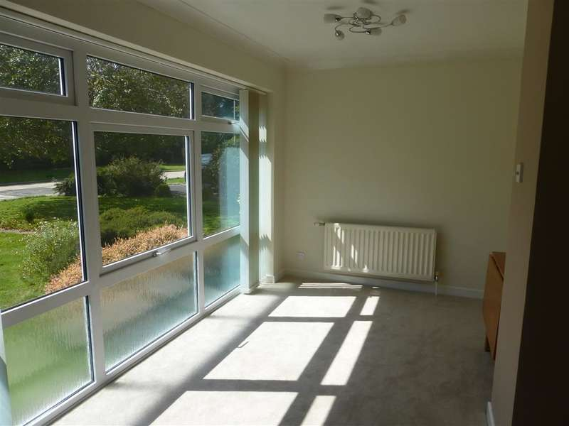 2 Bedrooms Detached Bungalow for sale in Fernhurst Drive, Goring-By-Sea, Worthing, West Sussex