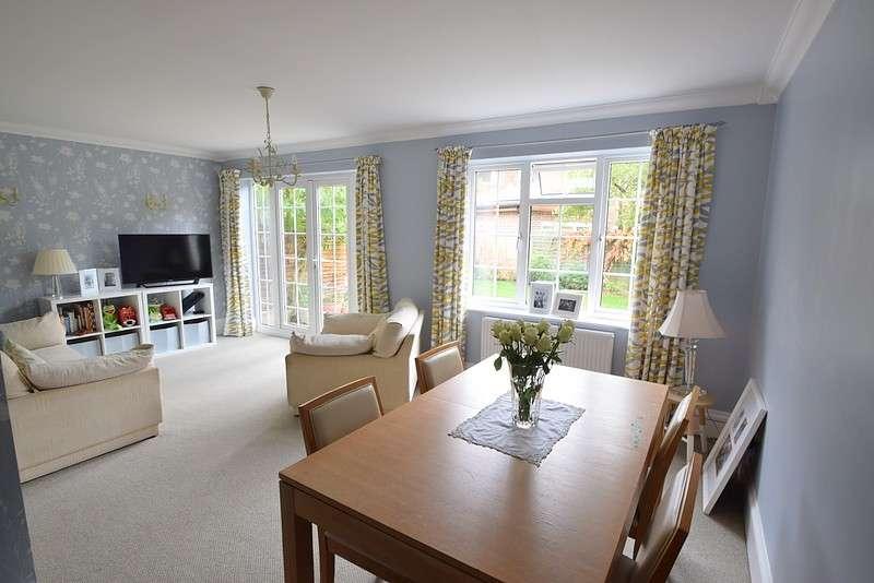 3 Bedrooms Detached House for sale in Eton Close, Datchet, SL3