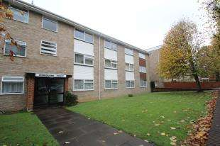 2 Bedrooms Flat for sale in Wimbourne Court, 15 Harewood Road, South Croydon