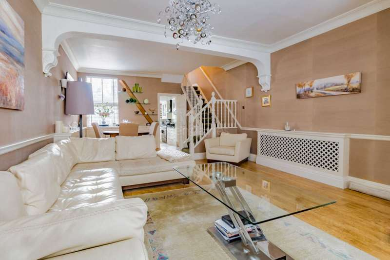3 Bedrooms House for sale in Alexander Road, Leyton