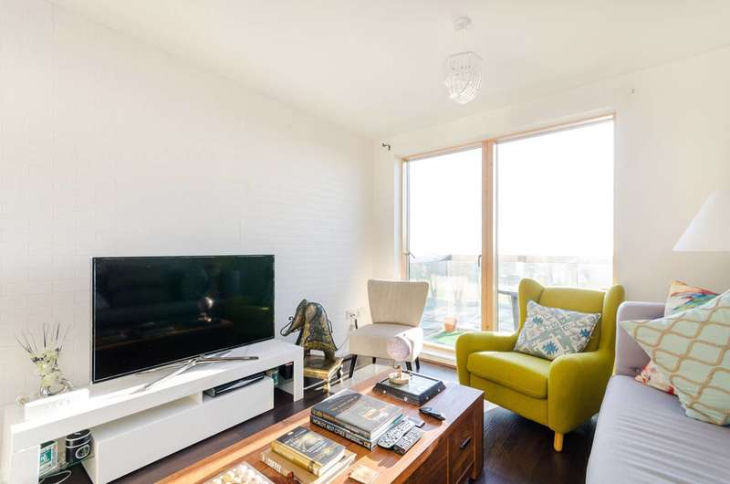 2 Bedrooms Flat for sale in Westgate House, Hounslow, TW7