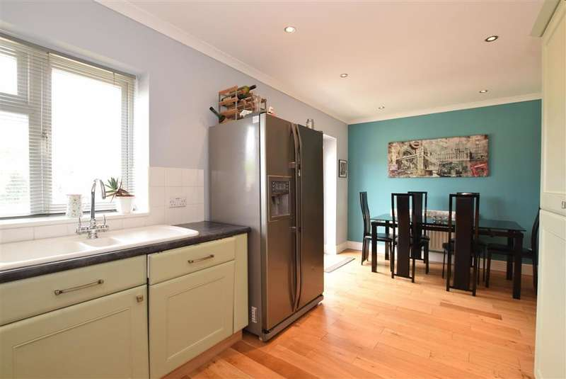 2 Bedrooms Semi Detached House for sale in Prince Avenue, Lancing, West Sussex