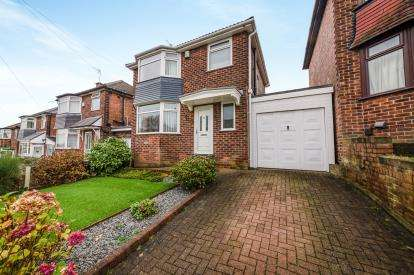 3 Bedrooms Detached House for sale in Broomhall Road, Pendlebury, Swinton, Manchester