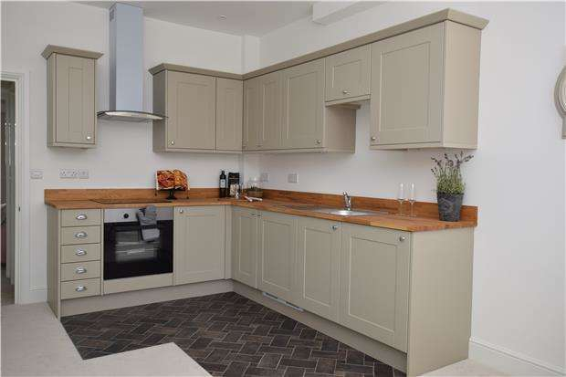 1 Bedroom Flat for sale in Parkhurst Road, BEXHILL, East Sussex, TN40 1DF