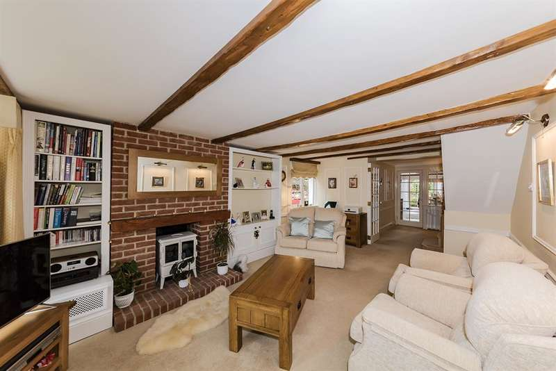 2 Bedrooms Cottage House for sale in Boundary Cottages, Worthing Road, Rustington, BN16 3PS
