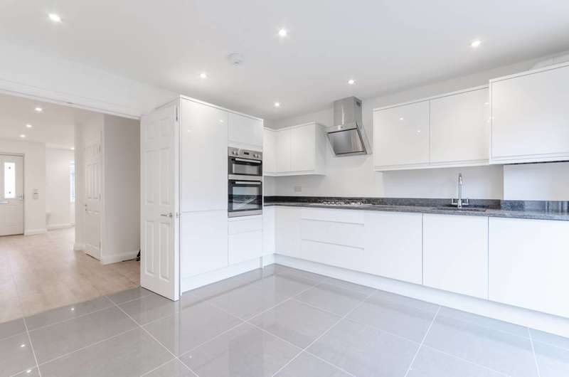 3 Bedrooms Terraced House for sale in Stanley Road, Chingford, E4