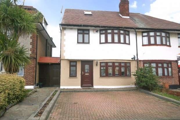 4 Bedrooms Terraced House for sale in Middleton Gardens, Ilford, IG2
