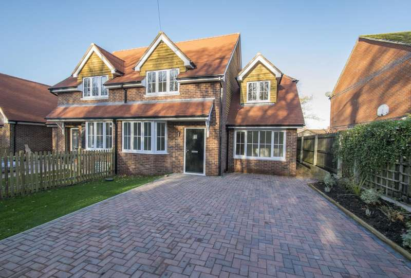 3 Bedrooms Semi Detached House for sale in Greenmore, Woodcote, RG8