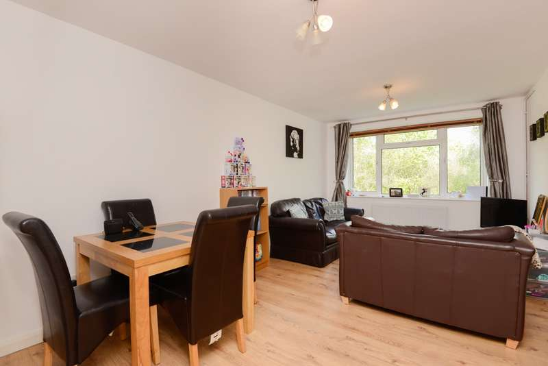 2 Bedrooms Apartment Flat for sale in Windermere Court, Quantock Drive, Ashford, TN24