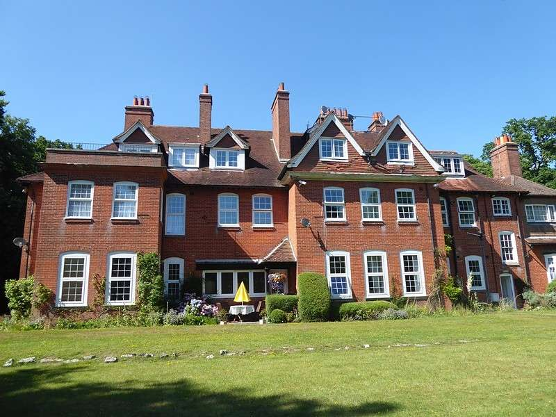 2 Bedrooms Apartment Flat for sale in Netley Hill Estate, Kanes Hill, Southampton, SO19