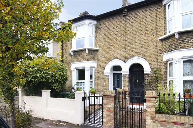 2 Bedrooms Flat for sale in Somers Road, Walthamstow, London