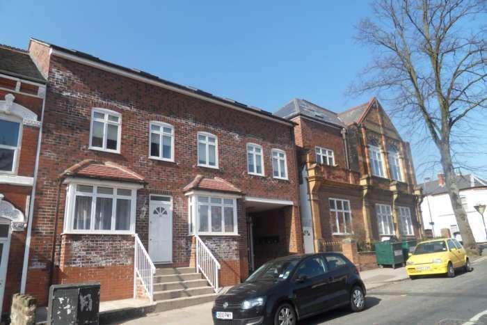 3 Bedrooms Apartment Flat for rent in Exeter Road, Birmingham, 2nd floor purpose built flat