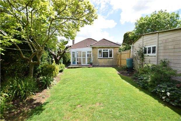2 Bedrooms Detached Bungalow for sale in Beech Road, Saltford, BRISTOL, BS31 3BE