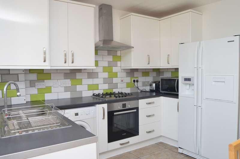 3 Bedrooms Terraced House for sale in Heaton Close, Harold Hill